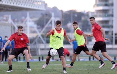 La Albirroja tendrá cambios para medir a Uruguay
