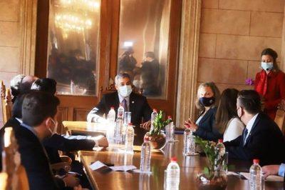 Presidente se reúne con viceministra de Estado para Asuntos Políticos de EEUU