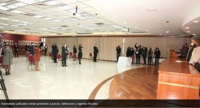 Autoridades judiciales toman juramento a jueces, defensores y agentes fiscales