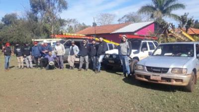 Electricistas colaboran para reponer suministro tras temporal