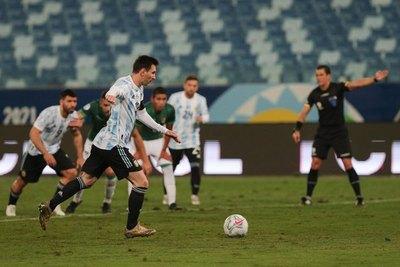 Argentina golea a Bolivia en una noche mágica de Messi