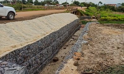 Defensa Costera de Pilar: readecuación de arroyo incluye geomalla con hidrosiembra