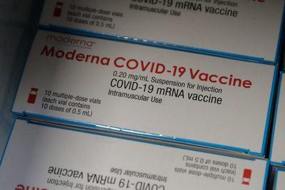 Moderna dice que su vacuna protegió contra variantes en un estudio