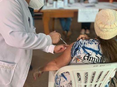 Destacan concurrencia de personas de más de 50 años en vacunatorios de Alto Paraná