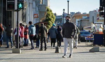 Chile comienza a desconfinar Santiago desafiando a contagiosa variante delta