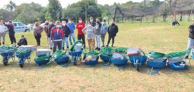 Pequeños productores recibieron semillas y herramientas donación del Banco Mundial