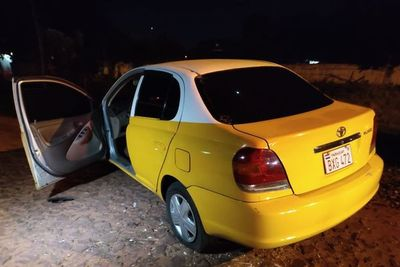 Policía recupera vehículo robado tras persecución, pero ladrón se fuga