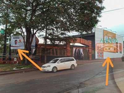 Cuestionado BAR pone carteles de ULISES y PRIETO en su edificio