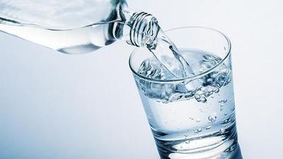 Salud aconseja el consumo diario de agua, pese a las bajas temperaturas
