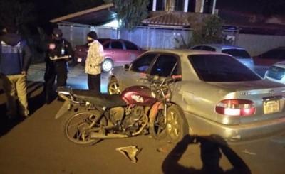 Motociclista ebrio chocó contra un automóvil que le salió al paso