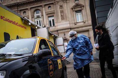 Taxis de Buenos Aires se visten de ambulancias para ayudar contra la covid-19
