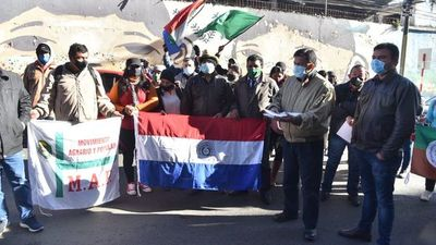 Campesinos se movilizan frente al Ministerio de Agricultura