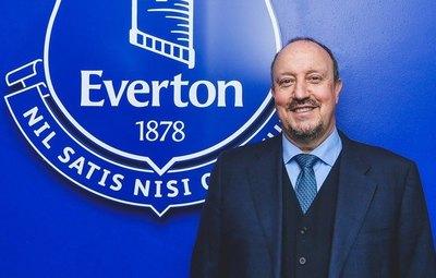 Everton anuncia a Rafa Benítez y los hinchas reaccionan por su pasado en Liverpool