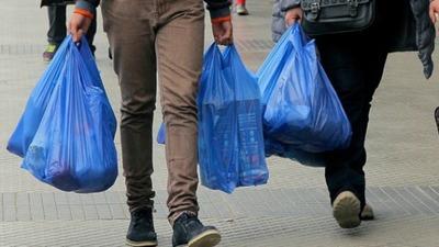 Desde mañana rige ley que regula el consumo de bolsas de plástico