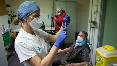 """Directora de la OPS dijo que es """"inaceptable"""" que sólo el 10% de las personas en Latinoamérica y el Caribe hayan sido vacunadas"""