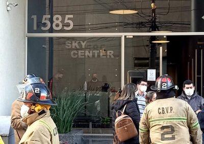 Problemas en un piso encienden alarma en edificio de Asunción