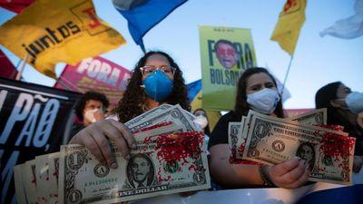 Izquierda y derecha exigen juicio político contra Bolsonaro