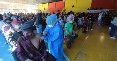 La Nación / Vacunación a extranjeros: deben tener tres meses de estancia en el país