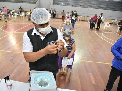 Salud insta a la ciudadanía a no elegir las vacunas, todas son seguras y evitan cuadro grave del covid-19