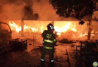 Incendio en Luque: Carpintero afirma que perdió 40 años de sacrificio en cuestión de minutos •