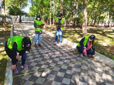 MUVH con apoyo de universitarios trabajan en revitalización de plazas y parques del centro histórico de Asunción