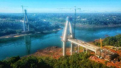 Completan la construcción de la primera losa de transición de la torre principal del Puente de la Integración