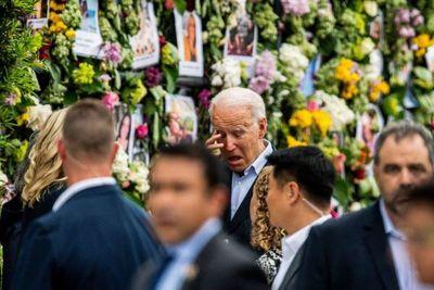 Biden promete estar en contacto con los familiares de víctimas del derrumbe