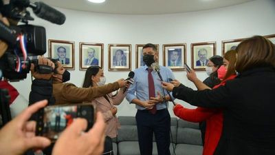 Cartismo critica que Abdo siga con Giuzzio y rechaza aumentar deuda