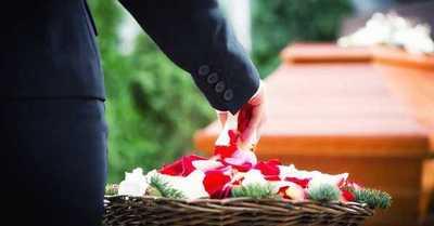 """""""Sigan tan lejos como estuvieron"""": El mensaje de una mujer que no quería a su familia en su funeral"""