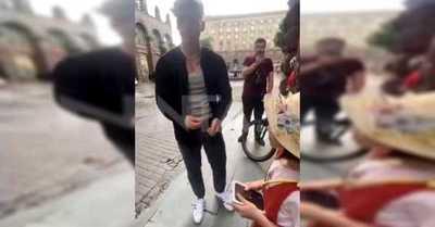 """Era solo para el video"": Influencer regala iPhone a niña pero se lo pide de vuelta cuando termina de grabar"