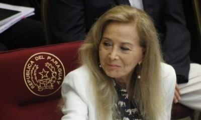 Vacunación irregular: Piden renuncia de Mirta Gusinky