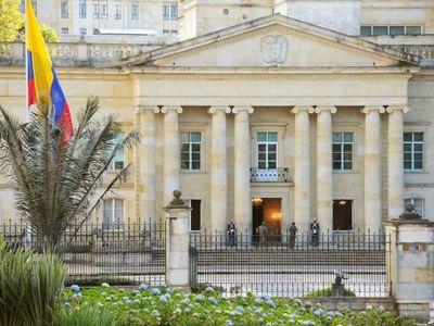 Fitch recorta calificación de deuda colombiana, tras archivarse la propuesta de suba de impuestos