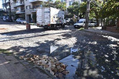 En cuatro meses, Municipalidad solo arregló una calle y puso un cartel en zona Molas López