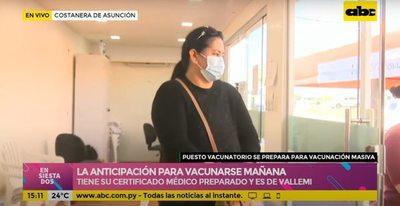 Paciente oncológica ya forma fila en la costanera para ser la primera en vacunarse mañana