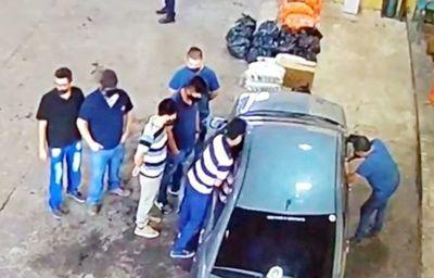 Funcionarios filmados en cobro de coima siguen en Aduana como si nada