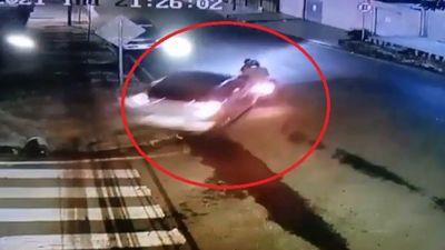 Justiciero vio a asalto a dos doñas y atropelló a delincuentes