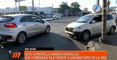Conductor ebrio atropella automóviles que estaban en fila de vacunatorio