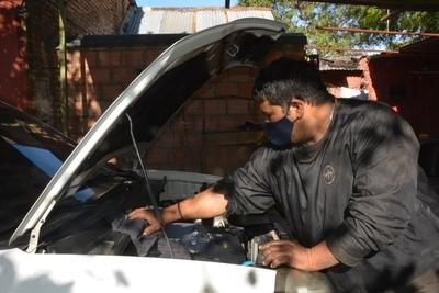 Hombre encamina su reinserción a la sociedad a través de la mecánica automotriz