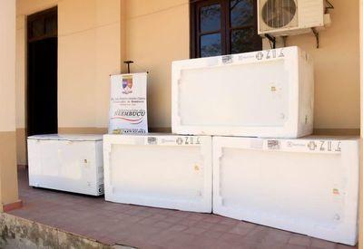 Entregan congeladores de alta gama a Región Sanitaria de Ñeembucú