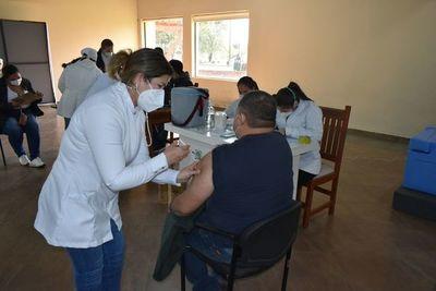 Numerosas personas inmunizadas con Sputnik V en Ayolas