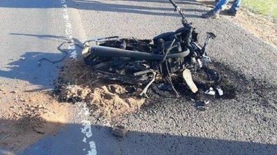 Pareja y su hija de 2 años mueren en accidente en moto