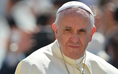 """El Papa Francisco fue internado para una """"cirugía programada en el colon"""""""