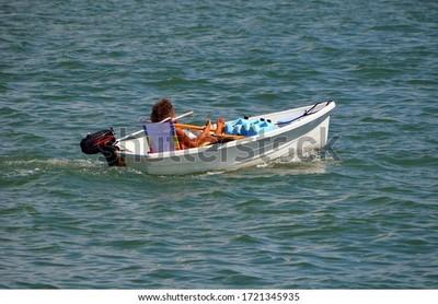 Cruzaba el río en embarcación cuando recibió un disparo en la cabeza, 2 hermanos sospechosos