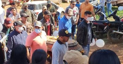 La Nación / Secuestro y crimen: amigos y familiares reciben el cuerpo de Jorge Ríos