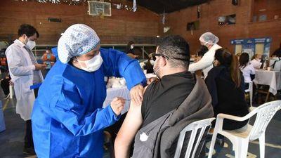 Sociedades científicas alientan a la vacunación contra el Covid-19