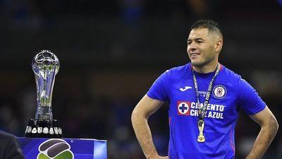 Pablo Aguilar renueva con Cruz Azul
