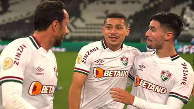 Fluminense festeja en el clásico carioca