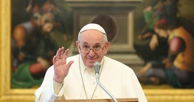 La Nación / El papa Francisco reacciona bien a cirugía del colon
