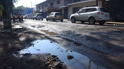 Fernando de la Mora: Ciudadanos reclaman los  baches en la ciudad