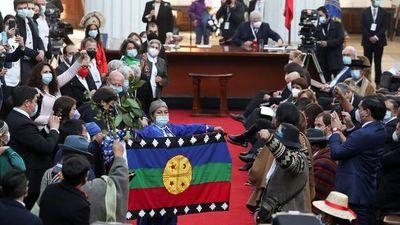 Convención chilena se instala y elige a mujer mapuche como presidenta